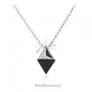 Naszyjnik srebrny z czarnym onyksem - Elegancka biżuteria