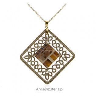 Biżuteria artystyczna - Ręcznie robiona zawieszka z frywolitki i bursztynu