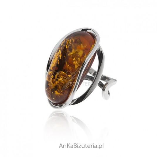 Unikatowy pierścionek srebrny z bursztynem - regulowana wielkość