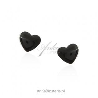 Kolczyki srebrne z czarną emalią - serduszka