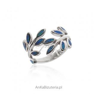 Pierścionek srebrny z niebieskim opalem - listek
