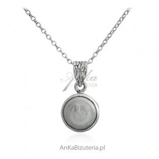 Zawieszka srebrna z naturalną perłą o nieregularnych kształtach