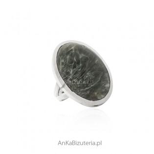 Biżuteria srebrna - pierścionek srebrny z naturalnym Surphamite