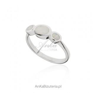 Pierścionek srebrny z białym opalem - biżuteria z opalem