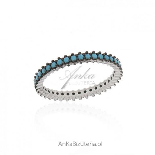 Pierścionek srebrny oksydowany z niebieskimi turkusami