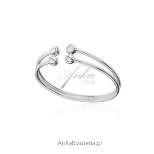 Pierścionek srebrny z cyrkoniami - subtelna biżuteria srebrna
