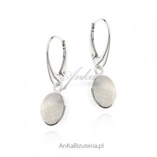 Kolczyki srebrne z kamieniem księżycowym na angielskim zapięciu