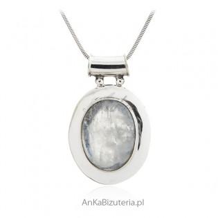 Zawieszka srebrna z białym kamieniem księżycowym w pięknej oprawie