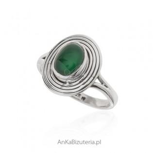 Pierścionek srebrny z zielonym jadeitem