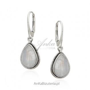 Kolczyki srebrne z kamieniem księżycowym - szczęśliwym kamieniem