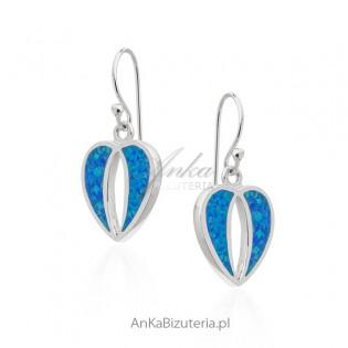 Kolczyki srebrne z niebieskim opalem - nietypowe serduszka