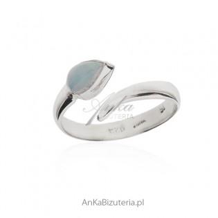 Pierścionek srebrny z naturalnym opalem - śliczny.