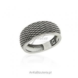 Pierścionek srebrny oksydowany z kolekcji SCARLETT