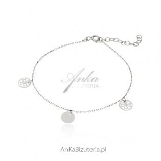 Bransoletka srebrna - Subtelna biżuteria z delikatnymi przywieszkami