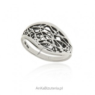 Pierścionek srebrny oksydowany - PAJĘCZYNKA - z kolekcji SCARLETT