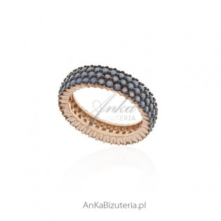 Pierścionek srebrny z niebieskimi opalizującymi cyrkoniami