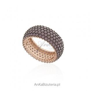 Pierścionek srebrny pozłacany z pudrowo różowymi cyrkoniami