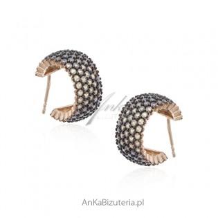 Biżuteria srebrna kolczyki pozłacane z szarymi cyrkoniami z różową opalizacją