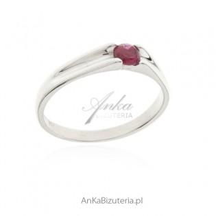 Pierścionek srebrny z rubinową cyrkonią