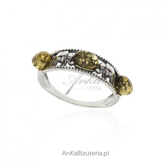 Pierścionek srebrny z zielonym bursztynem - Słoniki