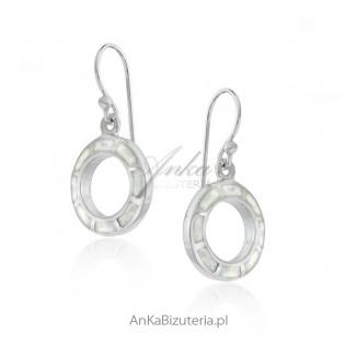Kolczyki srebrne z białym opalem - wiszące kółeczka