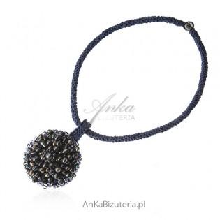 Biżuteria artystyczna z naturalnymi perłami i kryształami Swarovski