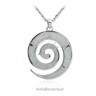 Biżuteria srebrna z białym opalem -zawieszka ŚLIMAK