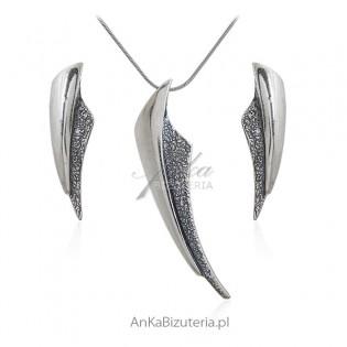 Komplet biżuteria srebrna oksydowana kolczyki oraz zawieszka
