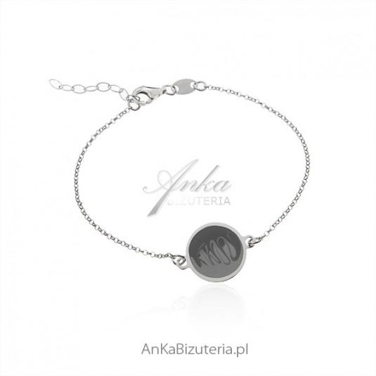 Srebrna bransoletka z artystycznym rysunkiem na okrągłej blaszce srebrnej