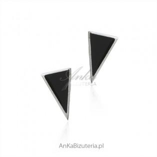 Srebrne kolczyki trójkąty z czarnymi onyksami