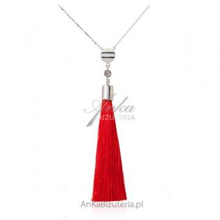 Srebrny naszyjnik z czerwonym frędzlem