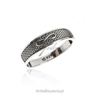 Srebrny pierścionek oksydowany z nieskończonością