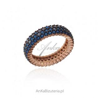 Pierścionek srebrny pozłacany z niebieskimi cyrkoniami