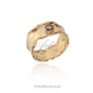 Pierścionek srebrny pozłacany z Mystic Topaz Biżuteria artystyczna