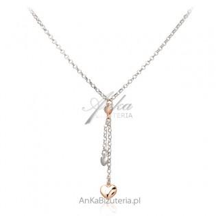 Srebrny naszyjnik z delikatnymi serduszkami pozłacanymi różowym złotem