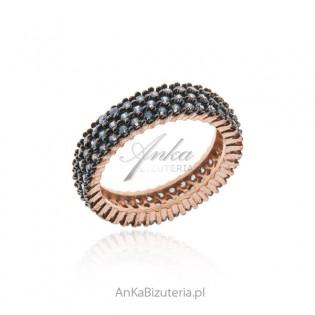 Srebrny pierścionek pozłacany z niebieskimi lazurowymi cyrkoniami