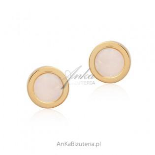 Kolczyki srebrne pozłacane 14 k złotem z białą masą perłową