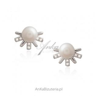 Srebrne kolczyki z perełkami i cyrkoniamii