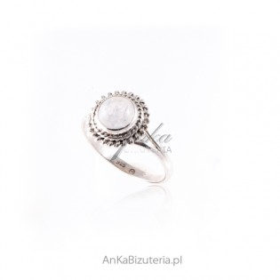 Pierścionek srebrny z kamieniem księżycowym - NA SZCZĘŚCIE!