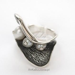 Biżuteria-Srebro: Pierścionek z perłami ze srebra próba 925