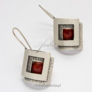 Wyjątkowa Biżuteria Srebrne Kolczyki z koralem