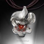 Srebrny wisiorek z koralem Kwiat.