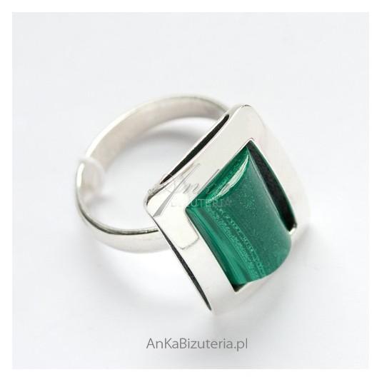 Srebrny pierścionek z Malachitem-magicznym kamieniem