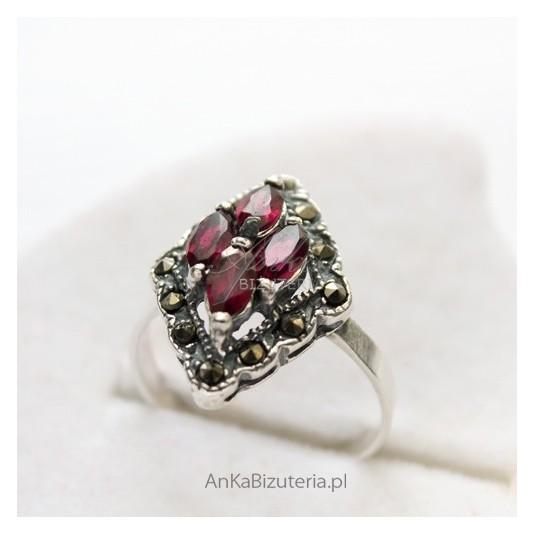 Biżuteria Srebrna-Pierścionek z granatami i markazytami