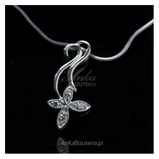 Wisiorek srebrny kwiatek z cyrkoniami