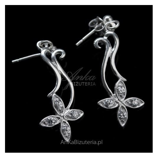 Kolczyki srebrne kwiatki z cyrkoniami