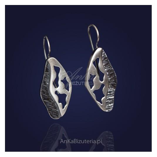 Kolczyki wzór grecki z rodowanego srebra