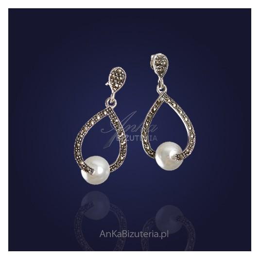 Srebrne kolczyki z markazytami i perłami.