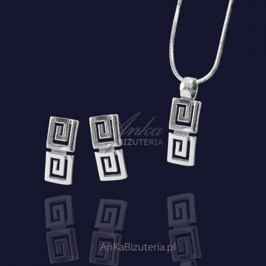 Srebrny komplet Wisiorek, kolczyki w greckim wzorze.