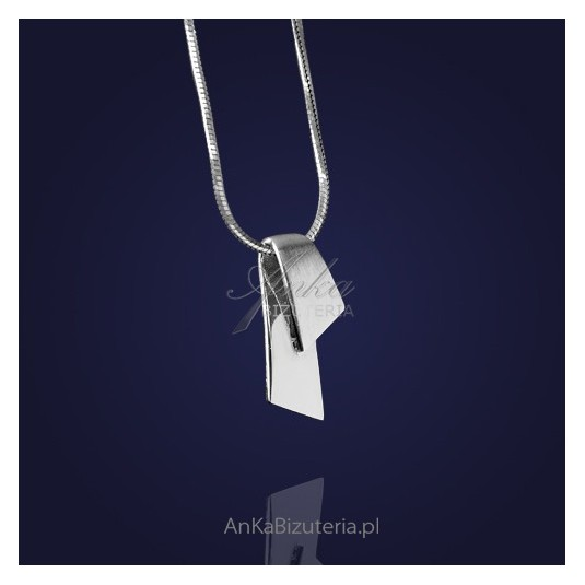 Śliczny wisiorek na prezent -srebrna klasyka.